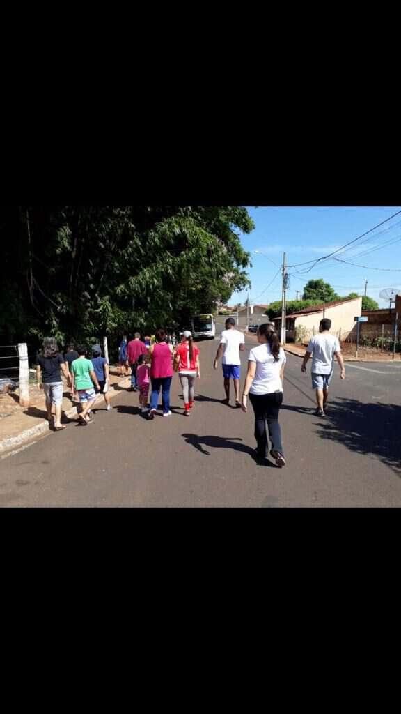 Grupo-saindo-para-recolher-os-lixos